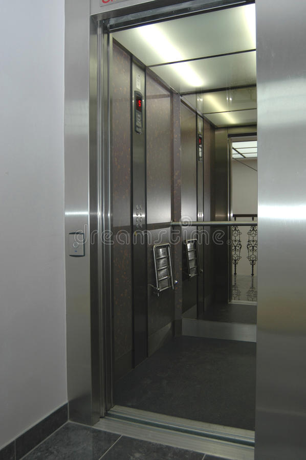Free Modern Stainless Steel Elevator Stock Photography - 12538722