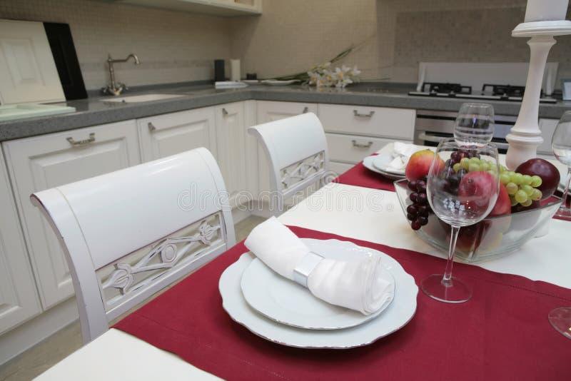 modern stil för klassiskt kök royaltyfria foton