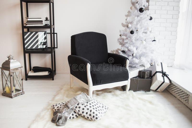 Modern stilfull juldekor royaltyfria bilder