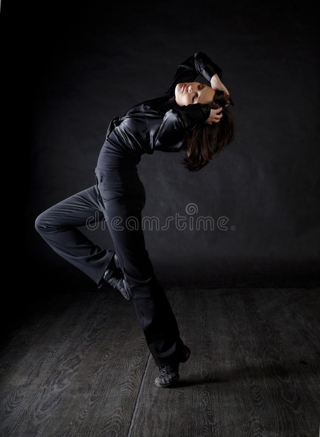Modern stilkvinnadansare arkivbilder