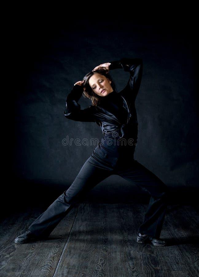 Modern stilkvinnadansare royaltyfria bilder