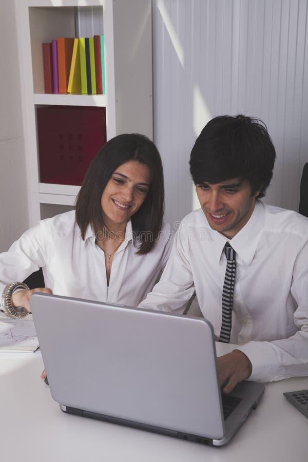 Modern team op het kantoor royalty-vrije stock afbeelding