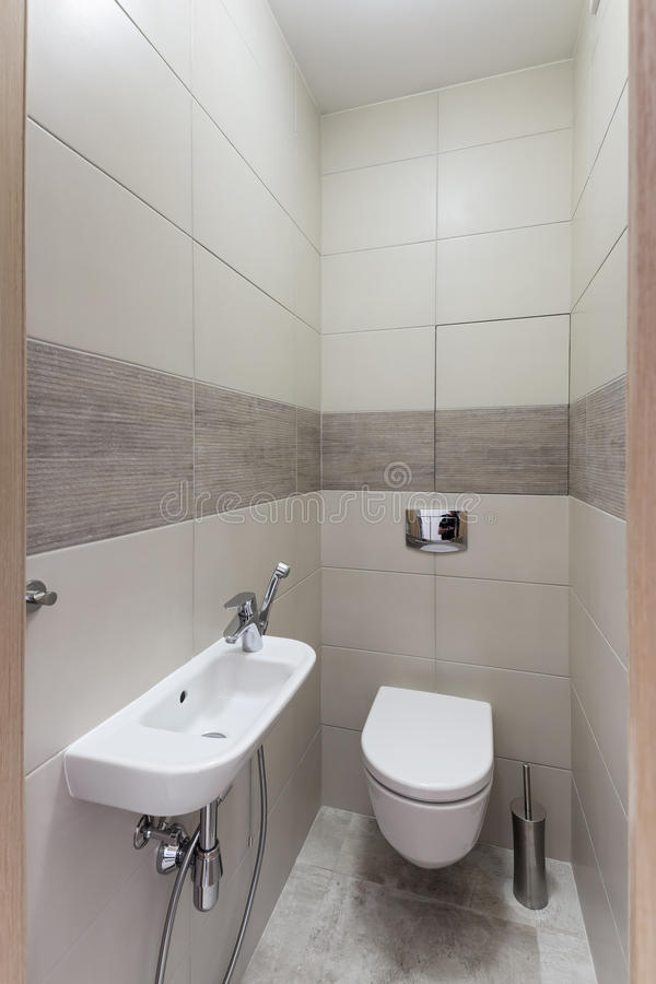 Modern toiletbinnenland royalty-vrije stock fotografie
