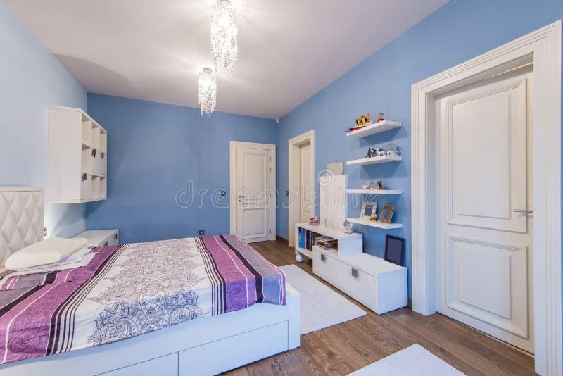 Modern tonårs- sovruminre arkivbild