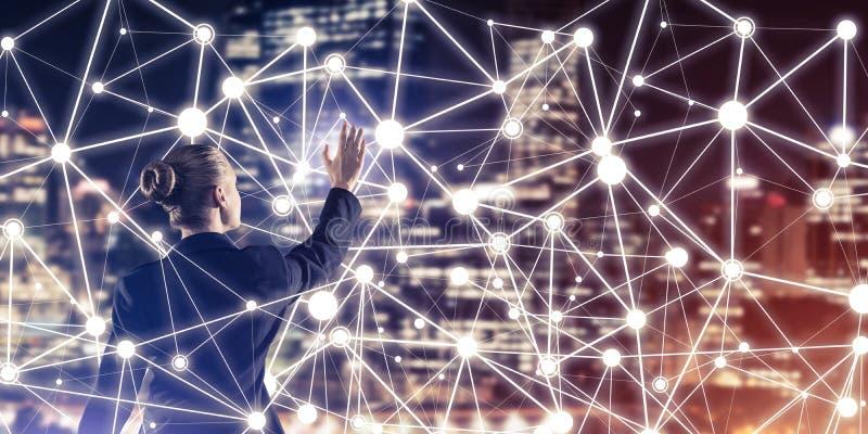 Modern trådlösa teknologier och nätverkande som hjälpmedlet för effectiv stock illustrationer