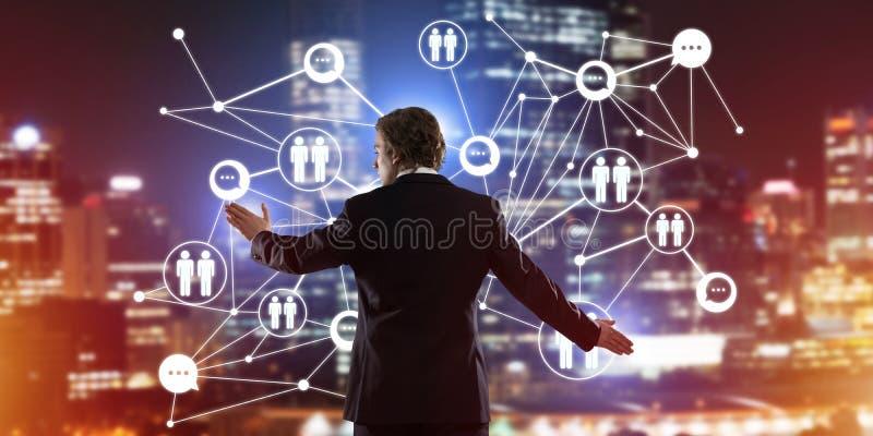 Modern trådlösa teknologier och nätverkande som hjälpmedlet för effektiv affär arkivbilder