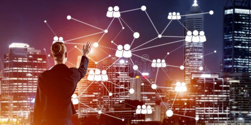 Modern trådlösa teknologier och nätverkande som hjälpmedlet för effektiv affär arkivfoto