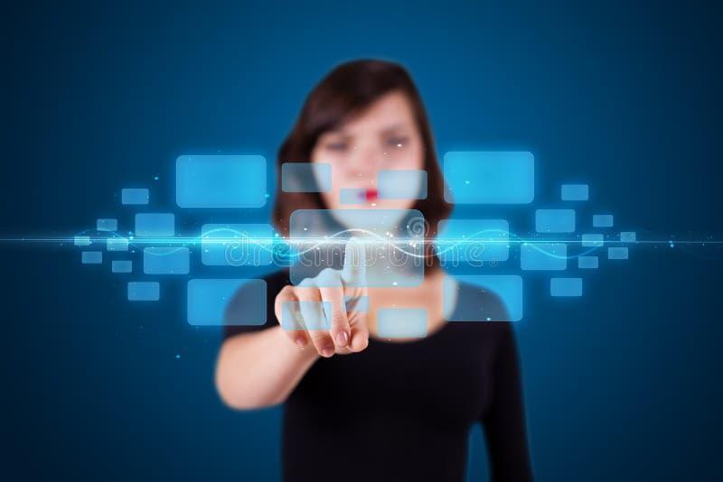 modern tryckande på techtyp kvinna för knappar high arkivfoton