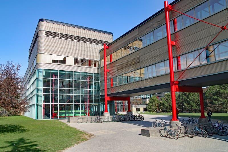 modern universitetarkitektur, universitet av Waterloo, Kanada royaltyfria bilder