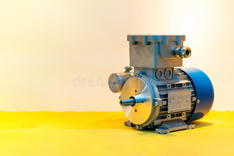 Modern van geavanceerd technische elektrische motor met exemplaarruimte royalty-vrije stock afbeeldingen