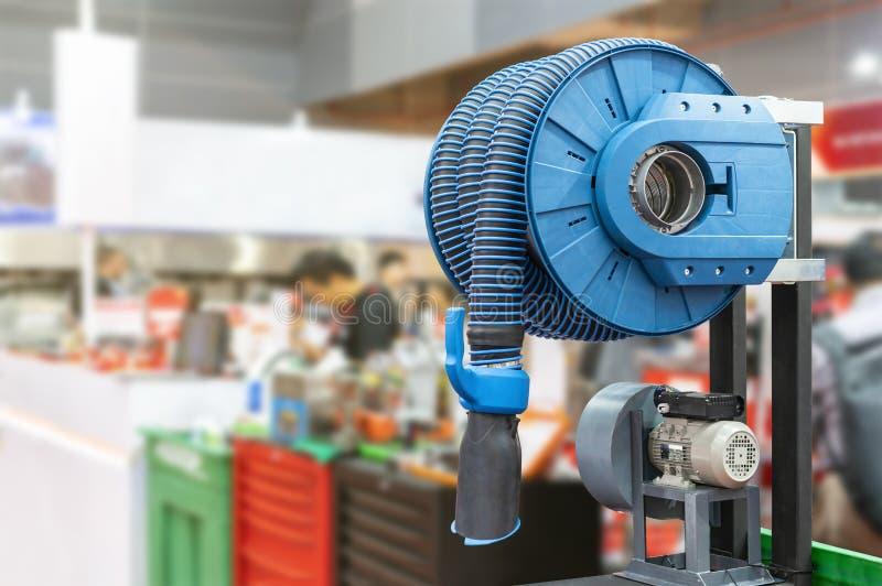 Modern van industrieel flexibel buiskap & stof voor zuigingsrook of dampmachine van lassen of multifunctioneel gebruik met ventil stock afbeelding