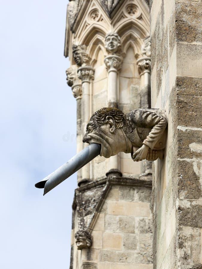 Modern vattenkastare på den Chichester domkyrkan, västra Sussex, England arkivfoton