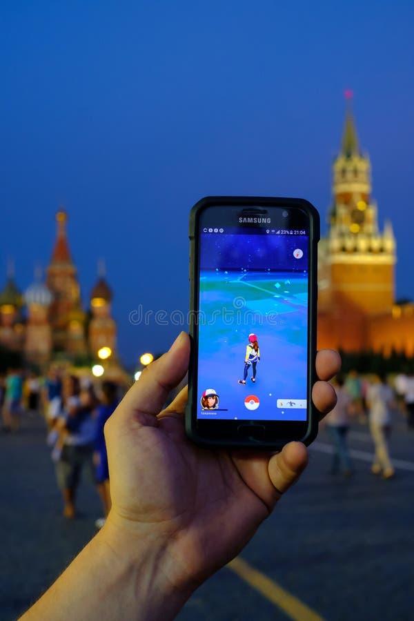 Modern vergroot werkelijkheidsspel op smartphone royalty-vrije stock fotografie