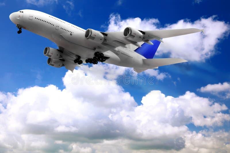 Modern vliegtuig in de hemel dichtbij Luchthaven. stock afbeeldingen