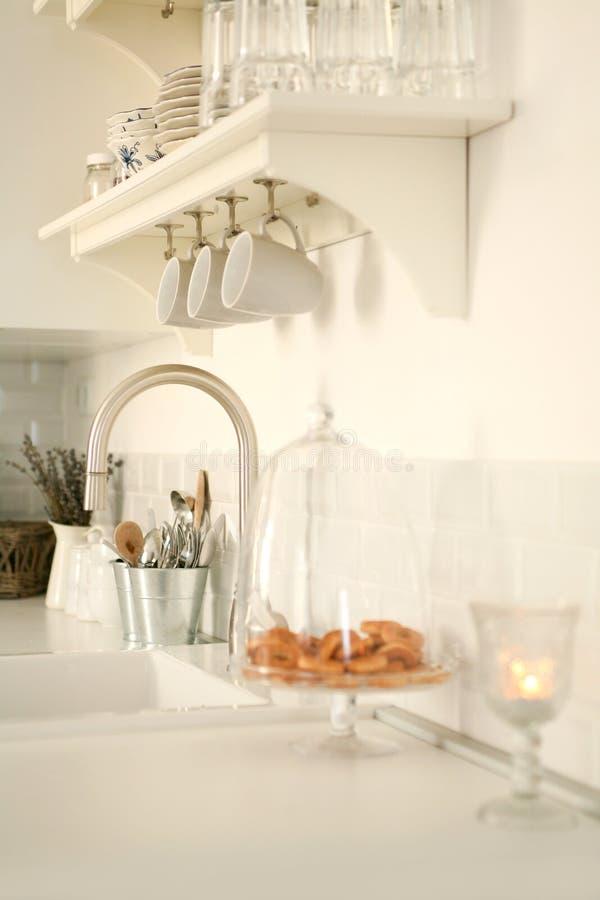 Free Modern White Kitchen Royalty Free Stock Photos - 18369338