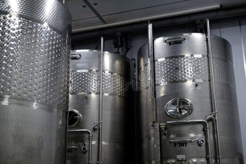 modern wine för fabrik arkivbilder