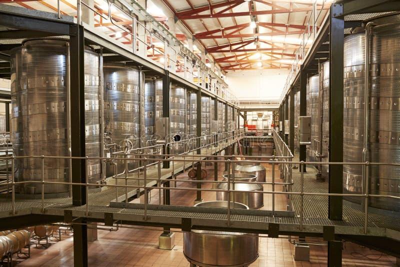 Modern winemakinglätthetsinre, metad sikt arkivbild