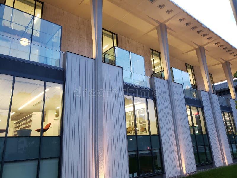 Modern yttersida för centralt arkiv för byggnad, stad Tulsa Oklahoma USA arkivfoto