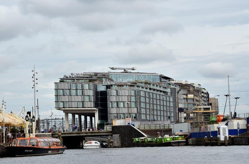 moderna amsterdam byggnader arkivfoton