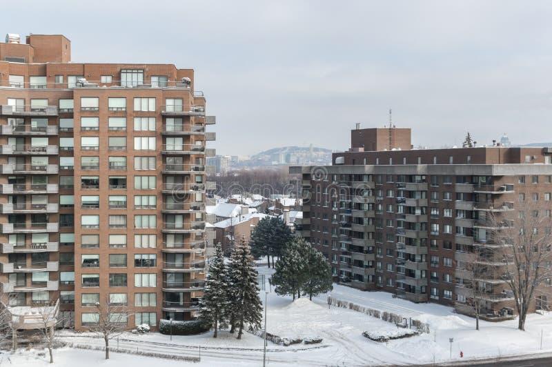 Moderna andelsfastighetbyggnader med enorma fönster och balkonger i Montreal fotografering för bildbyråer