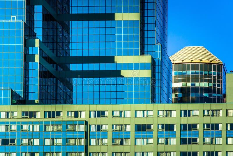 Moderna arkitektoniska detaljer i i stadens centrum Baltimore, Maryland arkivfoto