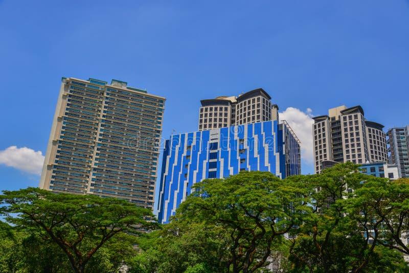 Moderna byggnader i Manila, Filippinerna royaltyfri fotografi