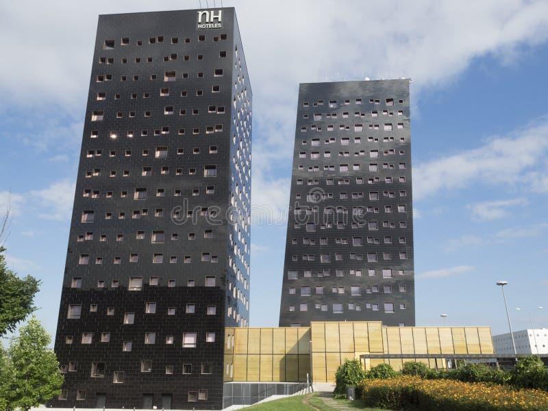 Moderna byggnader i rhoen, Milan, Italien arkivbilder