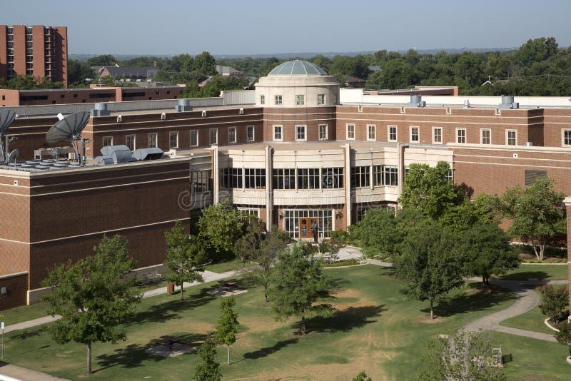 Moderna byggnader i universitet av Oklahoma arkivbilder