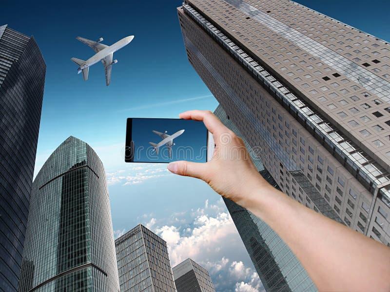 Moderna byggnader med flygplanet royaltyfri bild