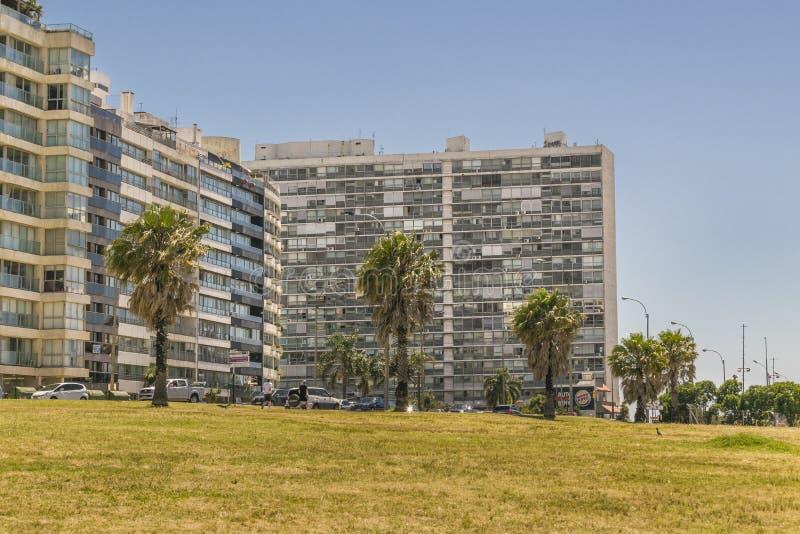 Moderna byggnader på den Pocitos Montevideo Uruguay royaltyfria bilder