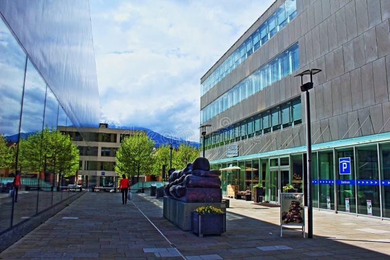 Moderna byggnader Vaduz Liechtenstein royaltyfri foto