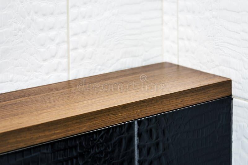 Moderna byggnadsmaterial, keramiska tegelplattor och fulländande material royaltyfria foton