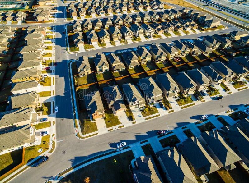 Moderna hem vidsträckta Texas Hill Country för utveckling arkivfoto