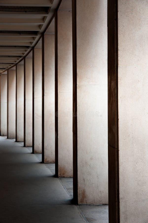 moderna kolonner fotografering för bildbyråer