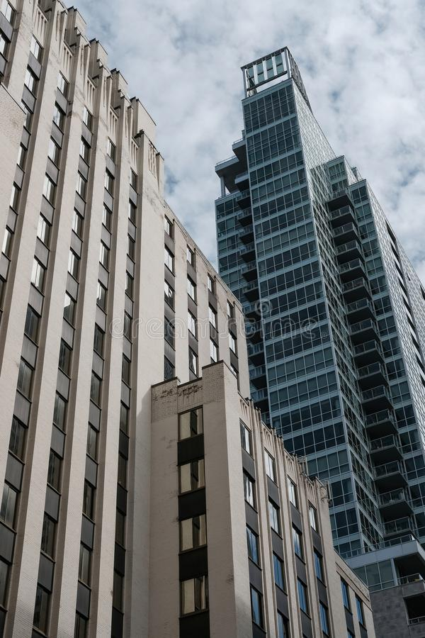 Moderna kontor och privata lägenheter i en stadsmitt royaltyfri bild