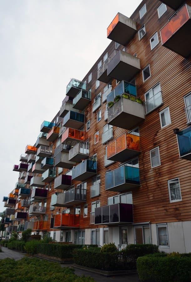 Moderna lägenheter som bygger i Amsterdam, Holland fotografering för bildbyråer