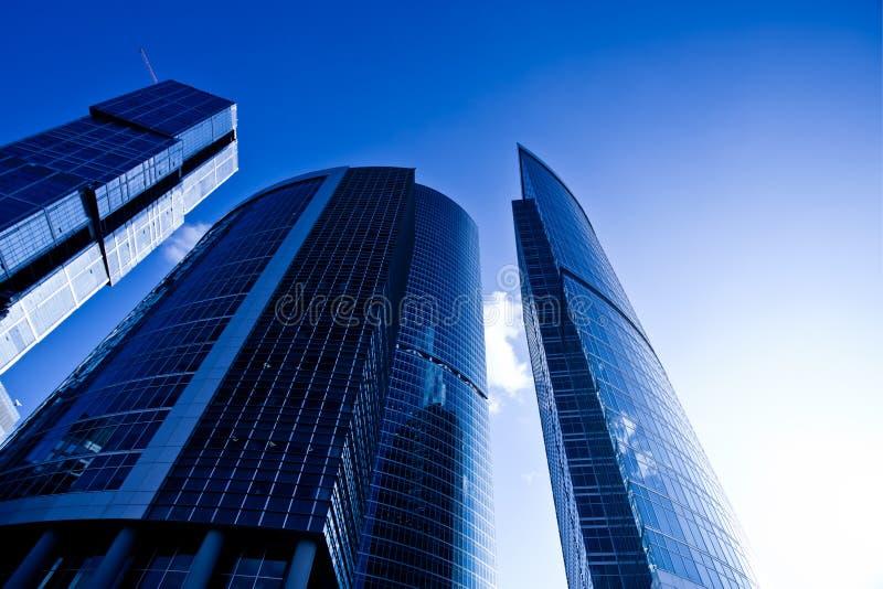 moderna skyskrapor för afton arkivfoto