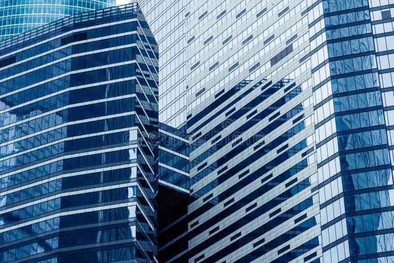 Moderna skyskrapor i ett affärsområde Höga löneförhöjningbyggnader av Moskva för Moskvaaffärsmitt - stad arkivbilder