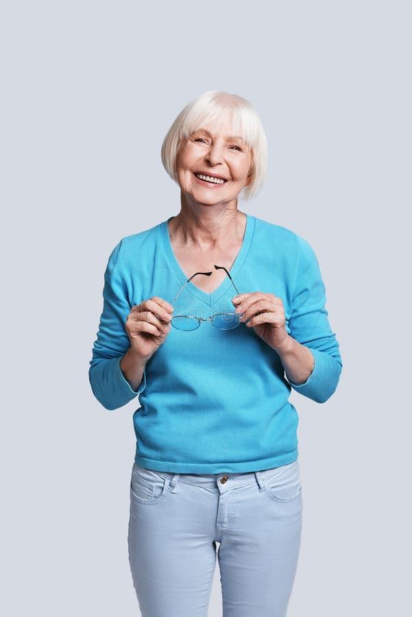 Moderne ältere Frau lizenzfreie stockfotos