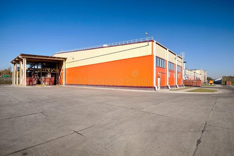 Moderne Anlage für die Wiederverwertung und mechanischen Abfall, die mit Winkel des Leistungshebels sortieren lizenzfreies stockfoto
