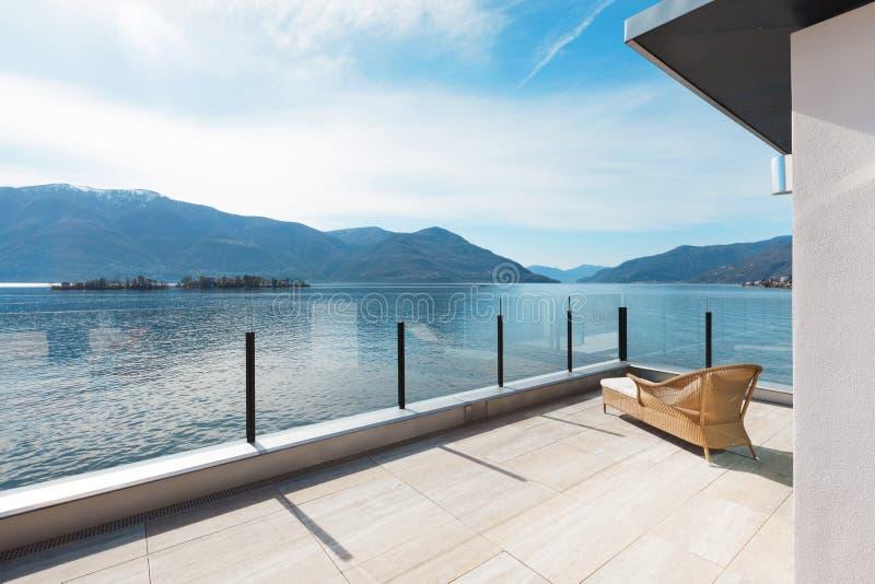 Moderne architectuur, mooi terras stock foto's