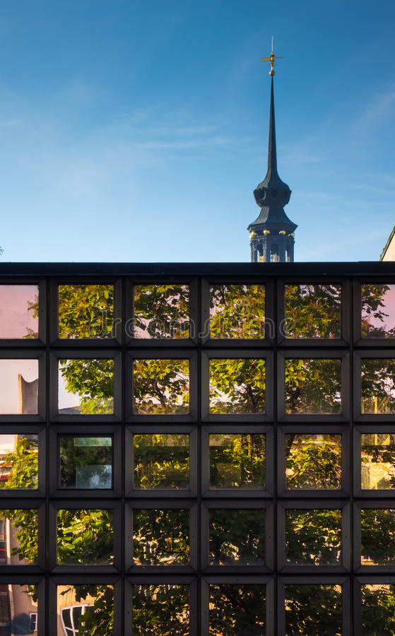 Moderne architectuur van stad Dresden, Duitsland royalty-vrije stock foto's