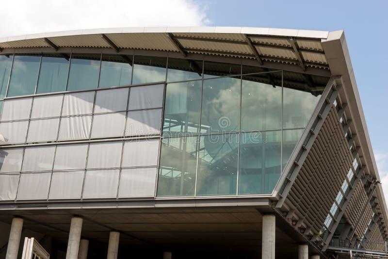 Moderne Architektur, Außenansicht Flughafengebäude in Leipzig lizenzfreie stockfotos