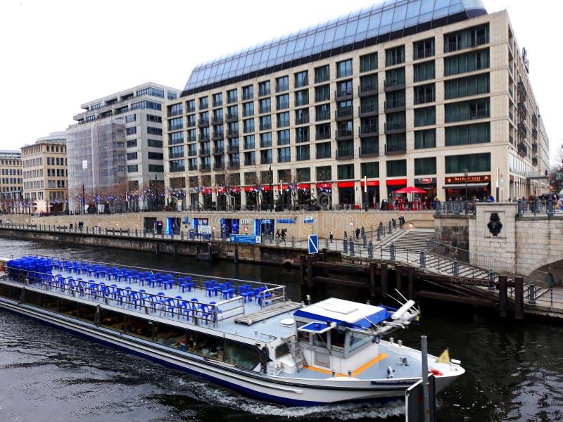 Moderne Architektur der Gelagefluß in Berlin stockfotografie