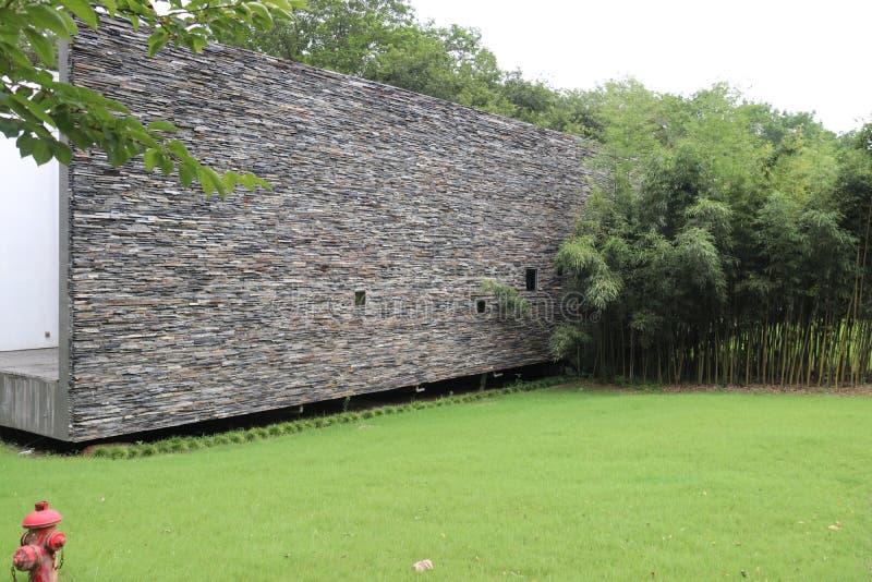 Moderne Architektur Im Freienlandschaft Stein-wall〠 grass〠 Bambus stockfotos