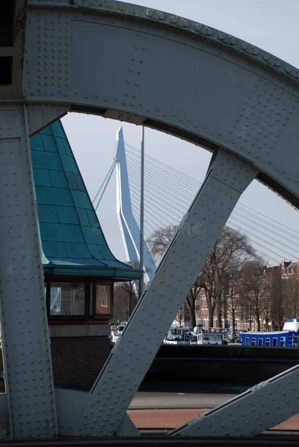 Moderne Architektur Rotterdams in den Niederlanden lizenzfreie stockbilder