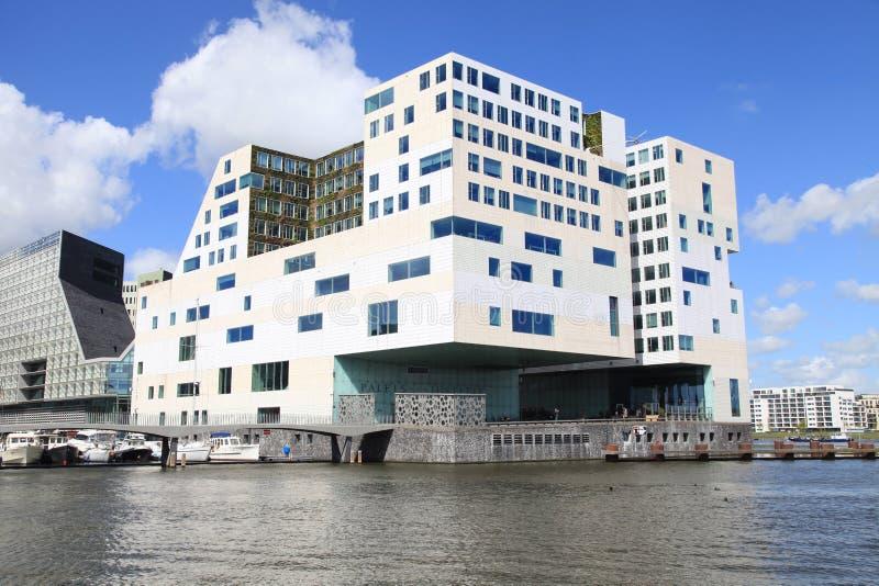 Moderne architektur und amstel fluss auf ijdock bezirk in amste redaktionelles stockbild bild - Architektur amsterdam ...