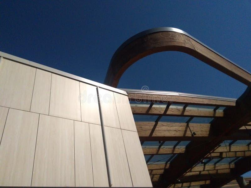 Moderne arhitecture in concreet, houten en aluminium stock afbeelding
