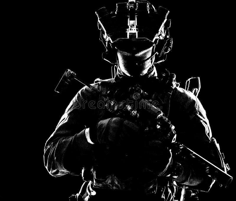 Moderne Armeelite-Truppen im Dunkeln stockbild