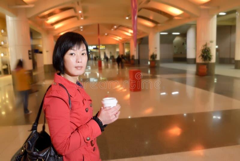 Moderne asiatische Frau lizenzfreie stockfotos
